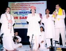 Dr Pandit Gokulotsavji Maharaj with his son Vrajotsavji Maharaj and Shahbaz Khan